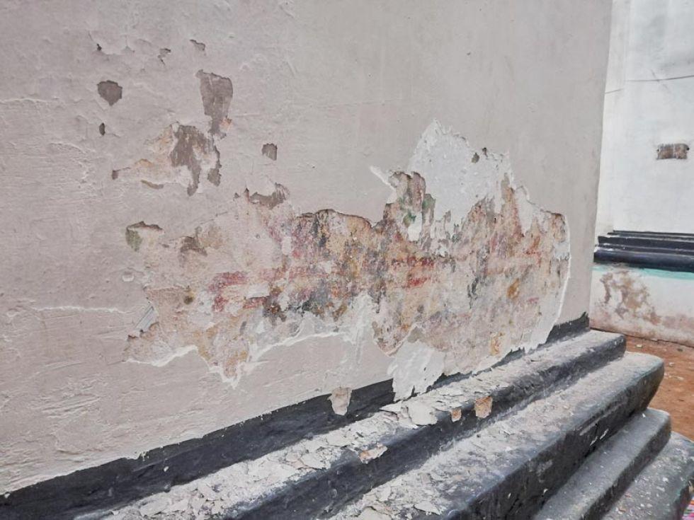 Esta es una parte del muro con la pintura original.