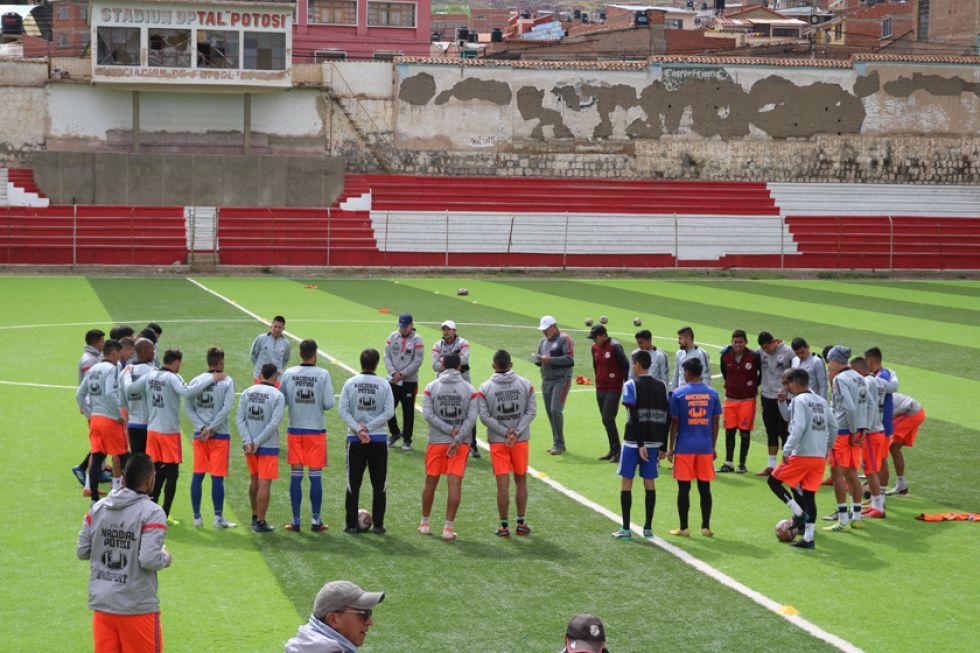 Los jugadores de los altos de San Juan durante su entrenamiento.