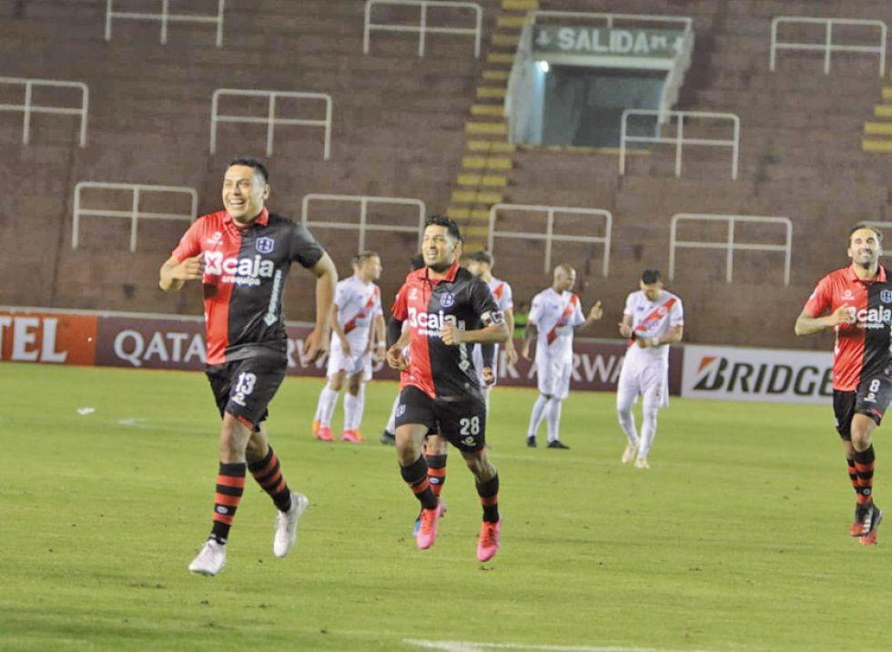 Nacional se va de la Sudamericana batallando