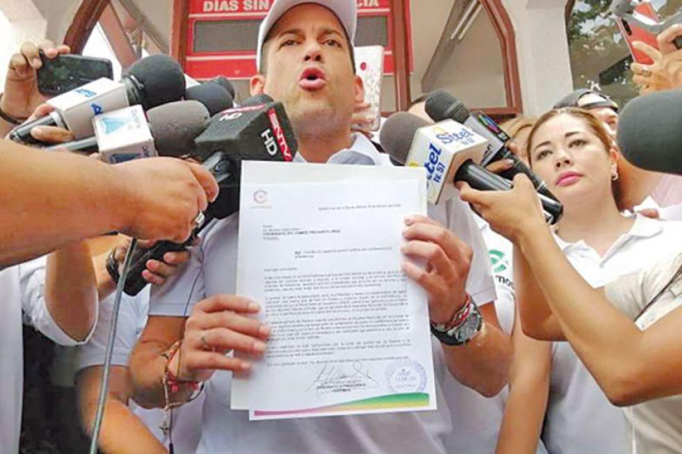 """Camacho anuncia que deja su candidatura """"en blanco"""" por la unidad"""