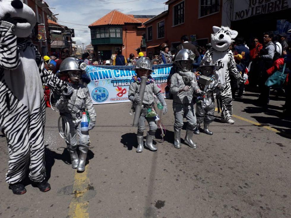 La alegría de los niños está en las calles en el Corso infantil