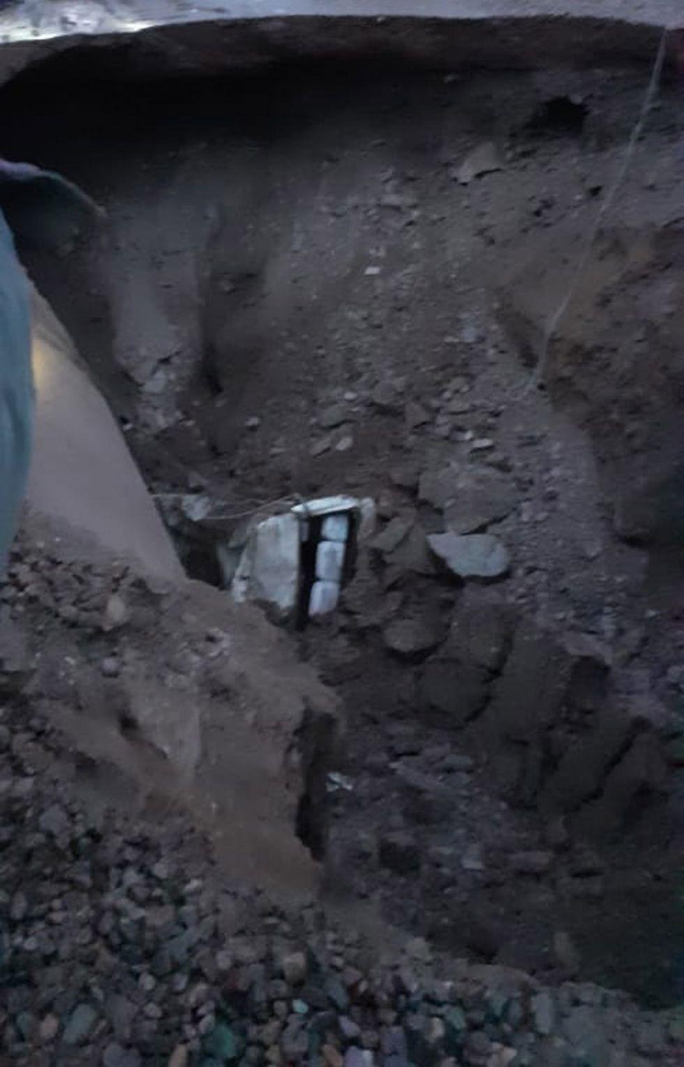 El vehículo quedó sepultado.
