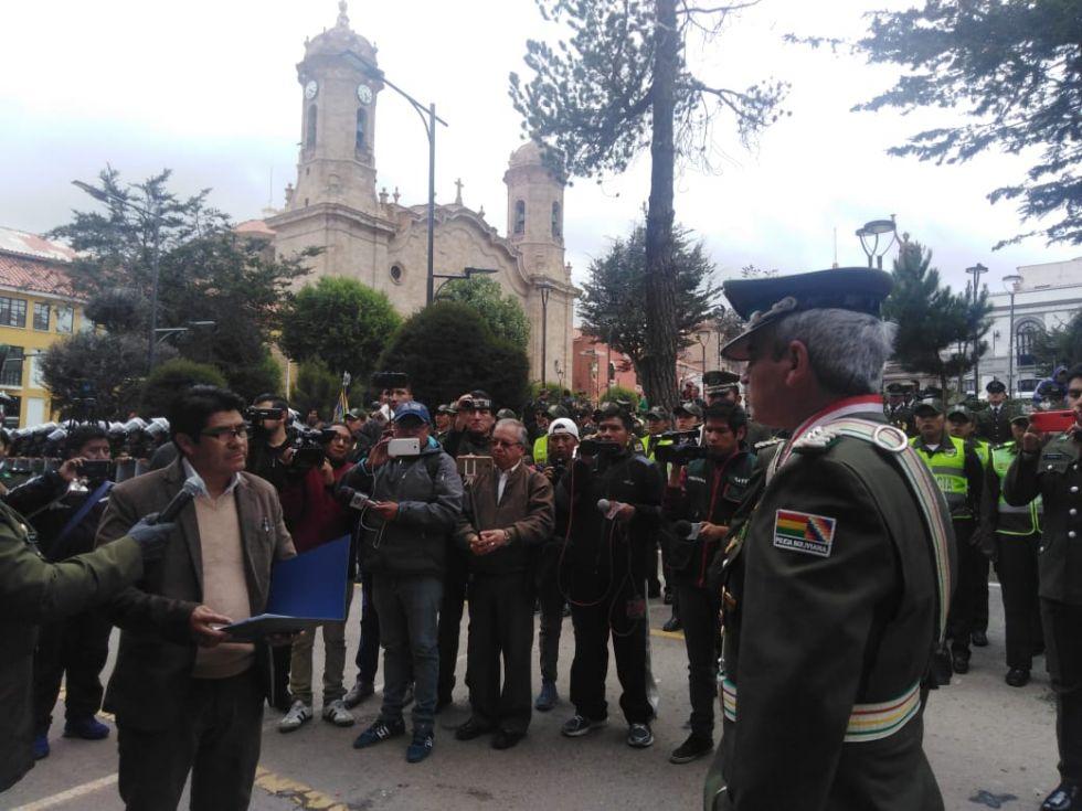 Gobernación otorga reconocimiento al coronel Williams Villa