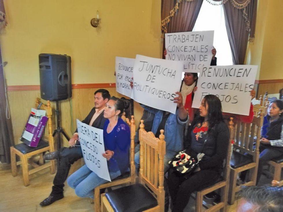 El 29 de enero, un grupo de vecinos se movilizaron para observar el accionar de los legisladores municipales.