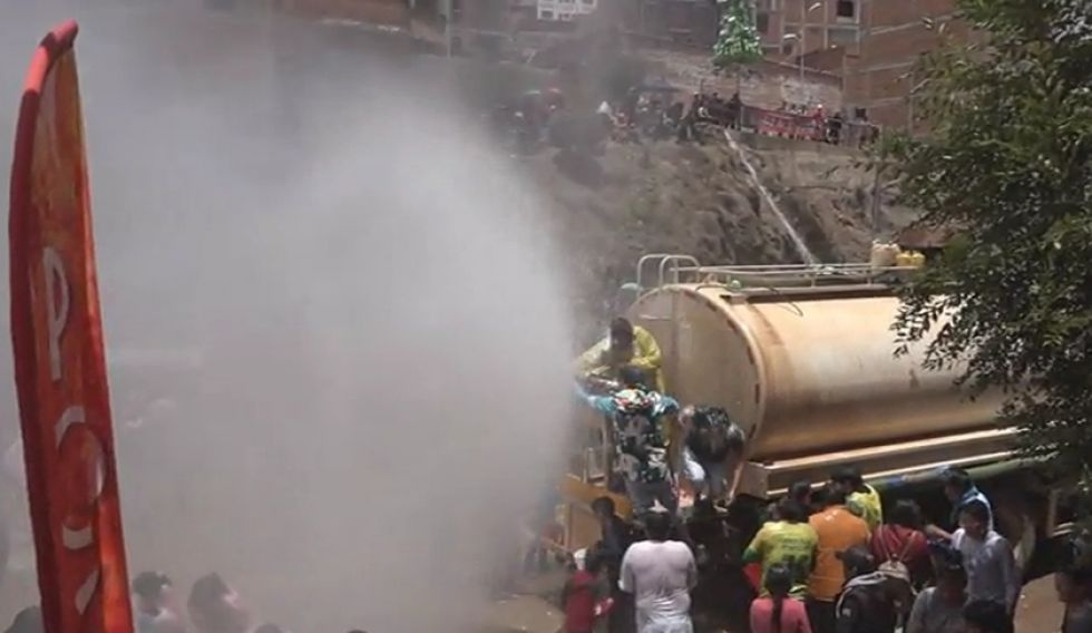 Miles de litros de agua se utilizaron en esta actividad recreativa.