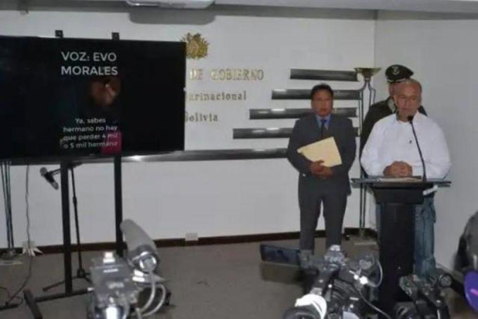 El 20 de noviembre, Murillo, mostró un video en el que se ve al dirigente comunicarse con el expresidente.