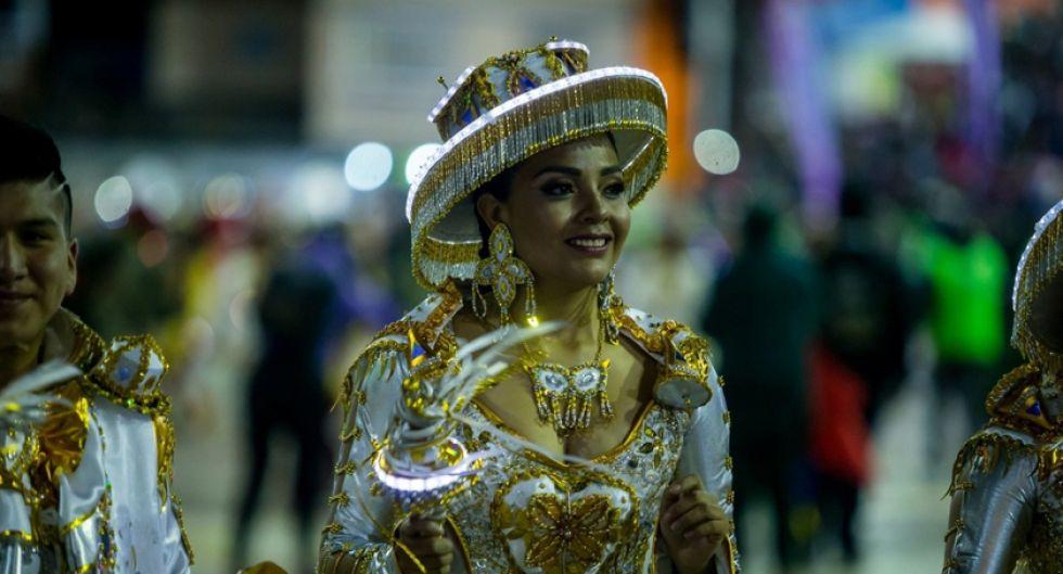 """bailarina de """"Llamerada"""" del Jisk'a Anata de La Paz."""