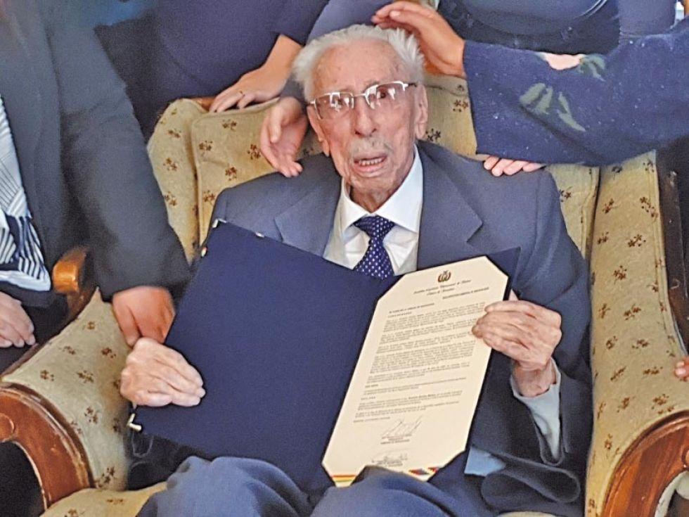El escritor en enero, cuando recibió una distinción del Senado.