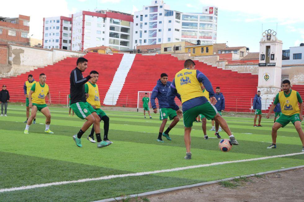 Los jugadores lilas durante su entrenamiento.