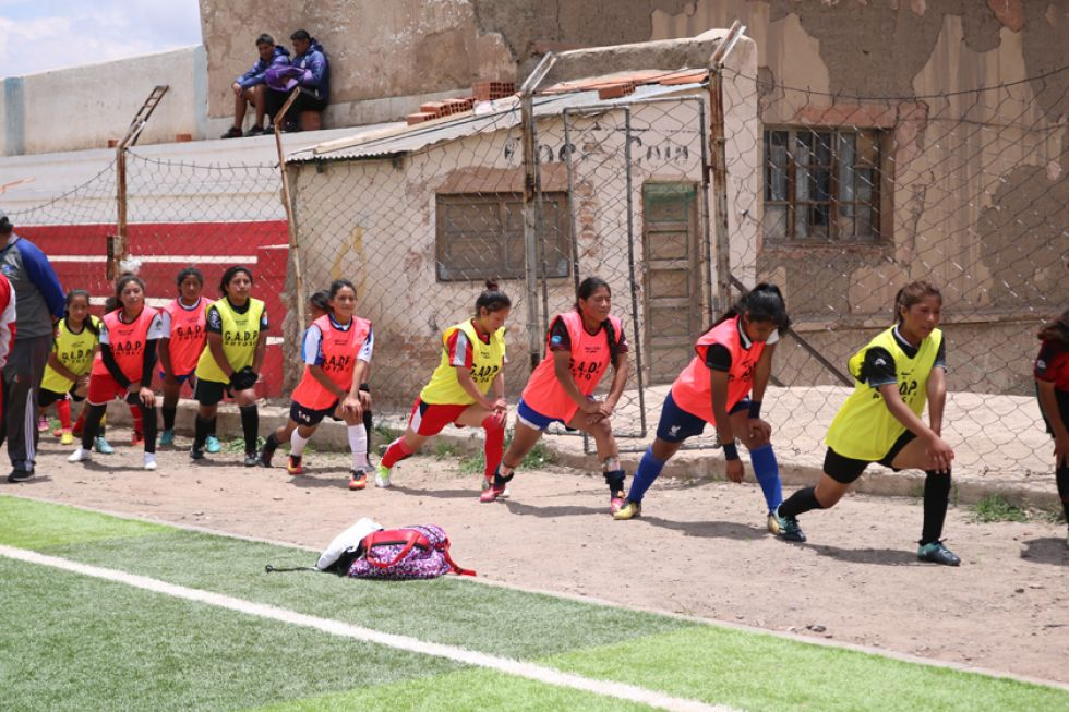 Las jugadoras potosinas antes de empezar su práctica.