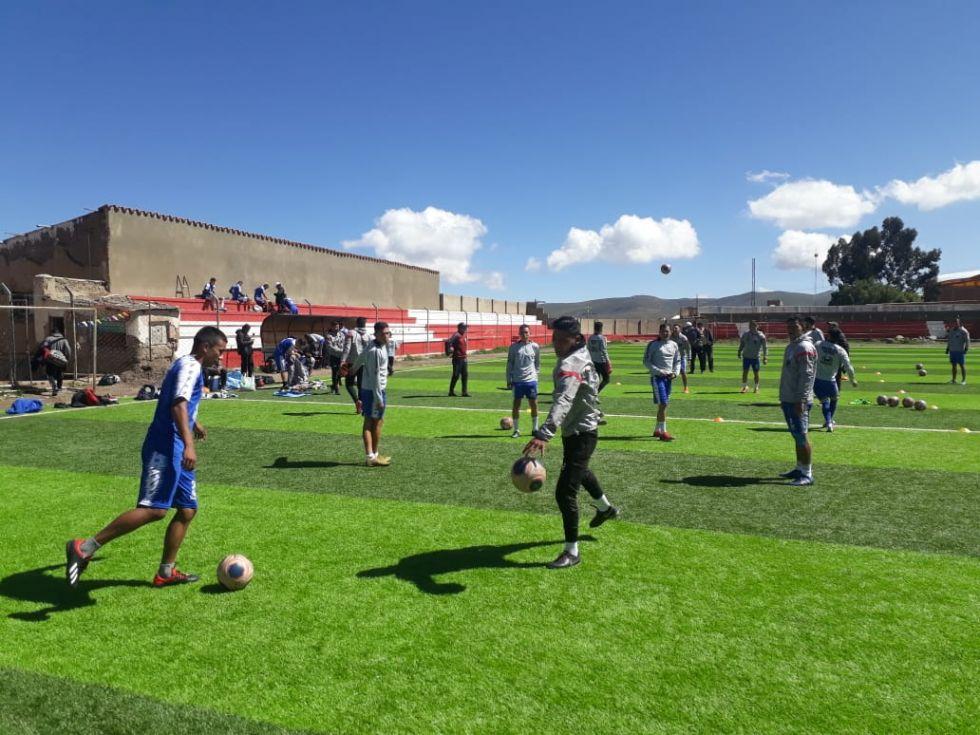 Entrenan en el estadio Potosí.