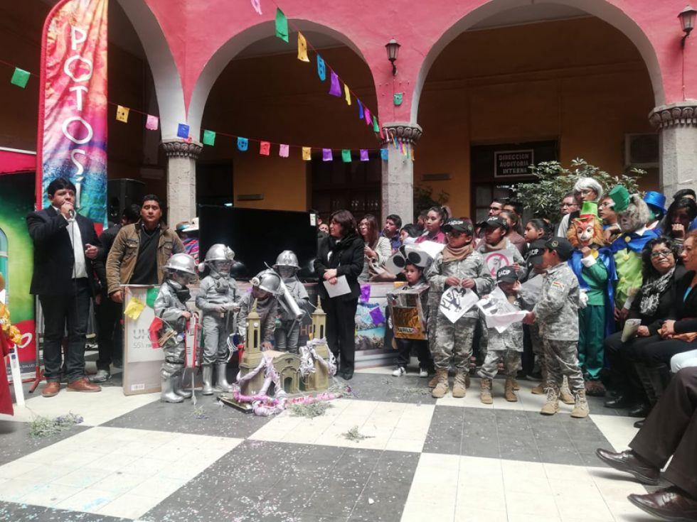 Estuvieron algunos de los ganadores con sus trajes carnavaleros.