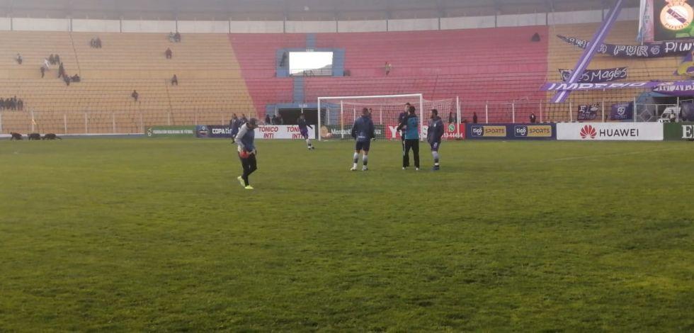 El partido se juega en el estadio Víctor Agustín Ugarte