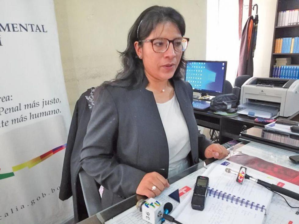 La fiscala Roxana Choque en declaraciones a los medios.