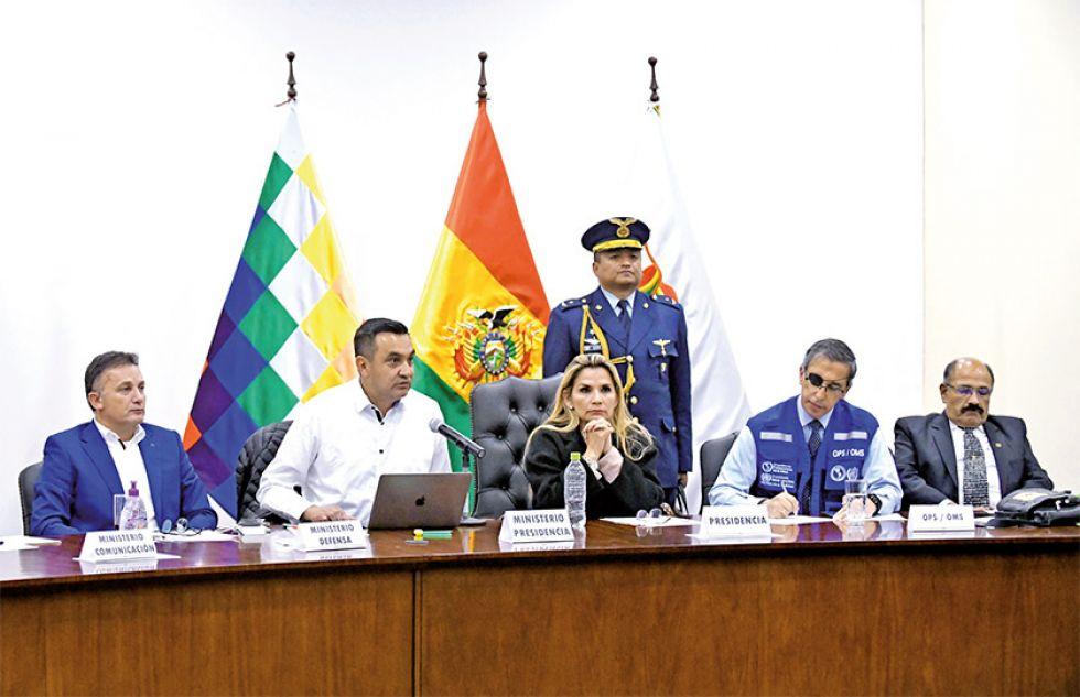 Funcionario de Gobierno brindaron una conferencia de prensa.