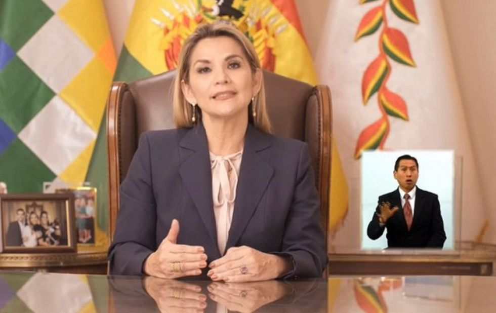 La presidenta del Estado, Jeanina Añez Chávez.