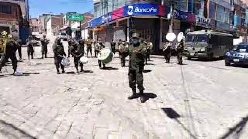 Banda de la Policía emociona interpretando temas