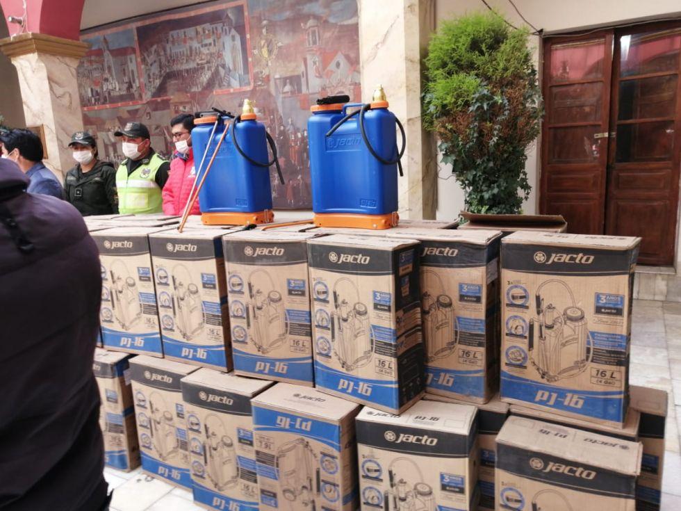La entrega fue cerca a mediodía en la Gobernación.