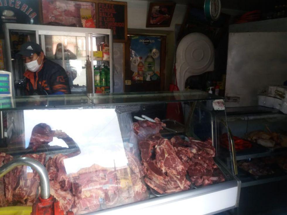 """El mercado de la plaza """"El Minero"""" atiende parcialmente"""