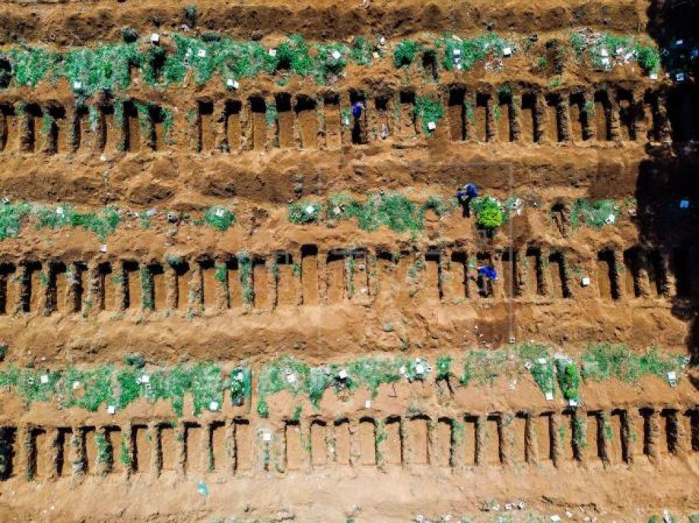 El mayor cementerio de Latinoamérica se alista para el avance de COVID-19 en Brasil