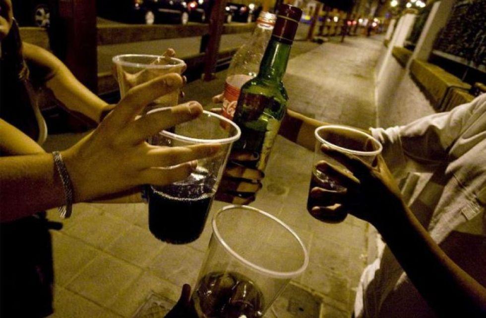 Sentencian a tres hombres por beber en vía pública vulnerando la cuarentena