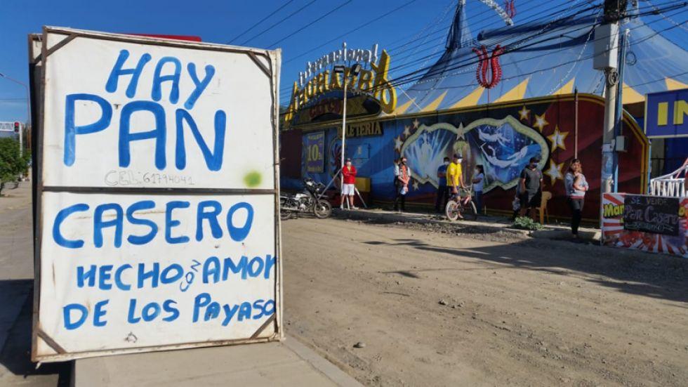 Artistas de circo hacen pan para sobrevivir ante la emergencia sanitaria