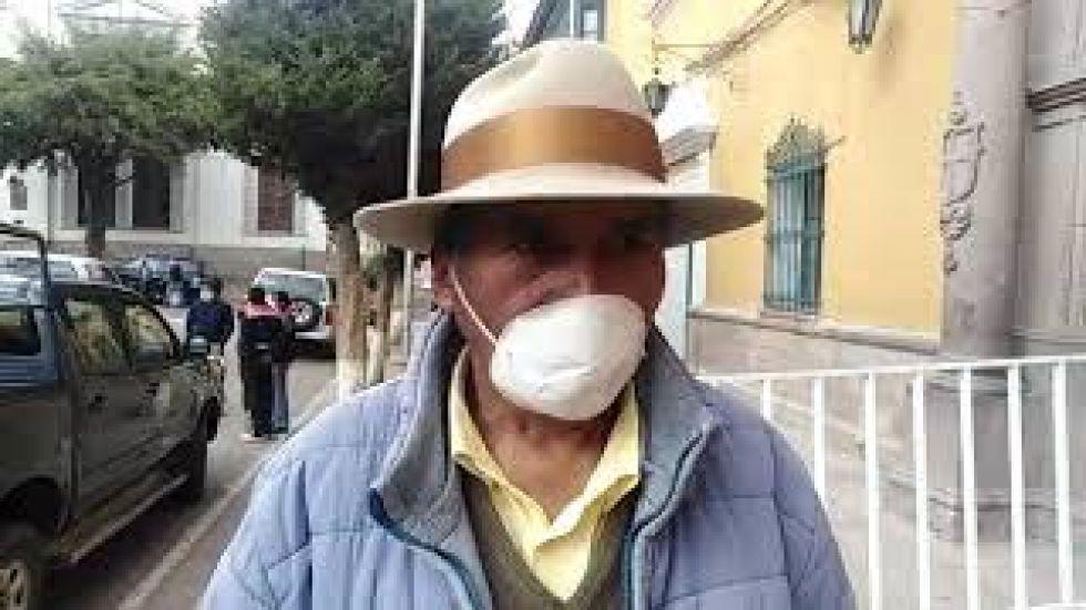 Un hombre de 62 años camina 10 horas para llegar a la ciudad