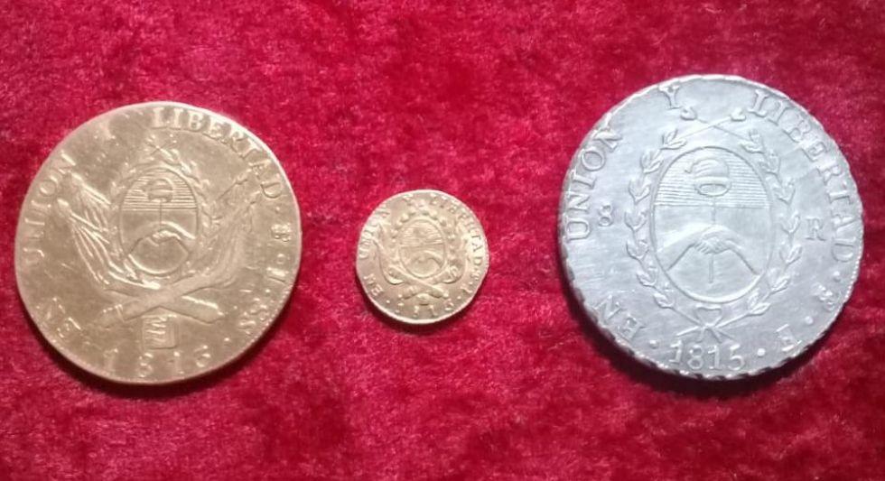 Monedas de oro y plata acuñadas en 1813. Colección Ricardo Büser