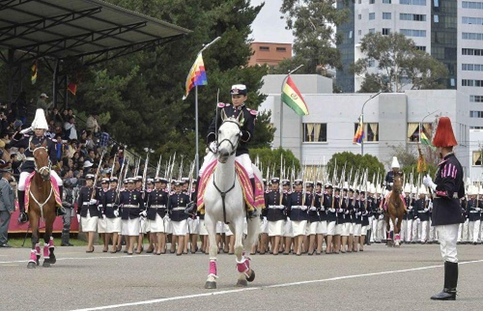 Hoy en día hay cada vez más mujeres en el Colegio Militar.