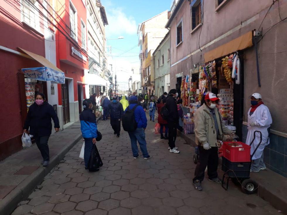 La jornada de compra en los mercados y puestos de venta se desarrolla normalmente.