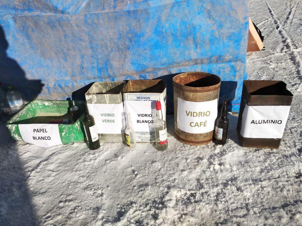 Están en el Salar de Uyuni.