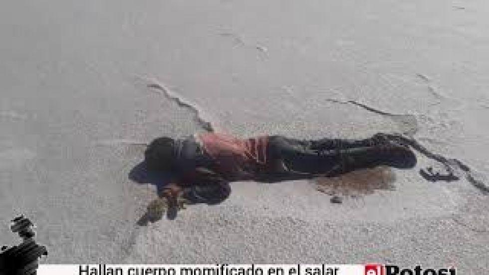 Hallan cadáver momificado en el Salar de Uyuni