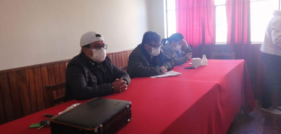 La reunión se desarrolla en el edificio de la entidad cívica