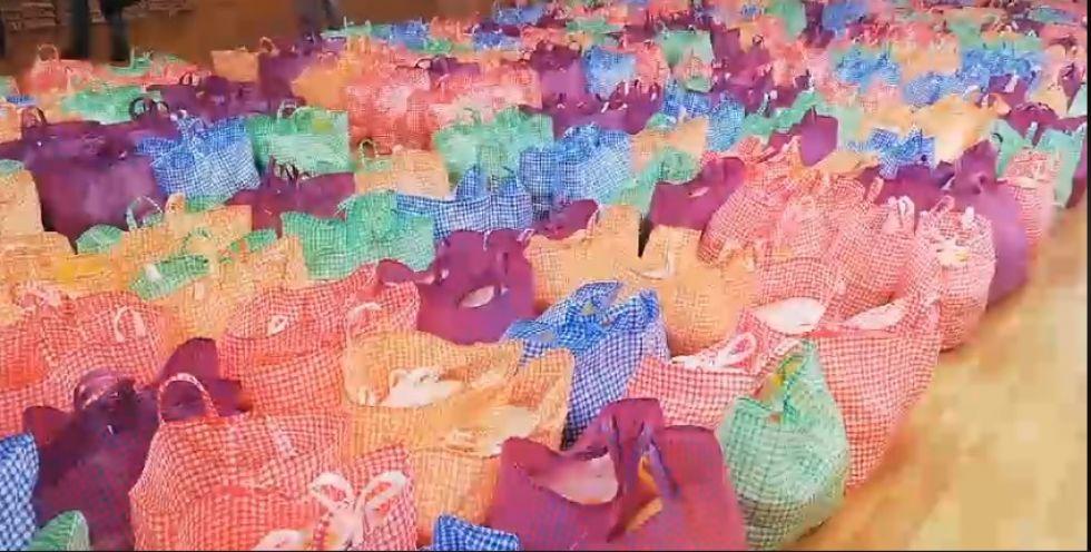 La Alcaldía entrega canastas familiares en Potosí