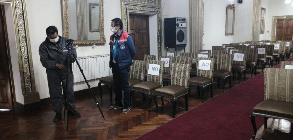 Antes del inicio de la reunión.