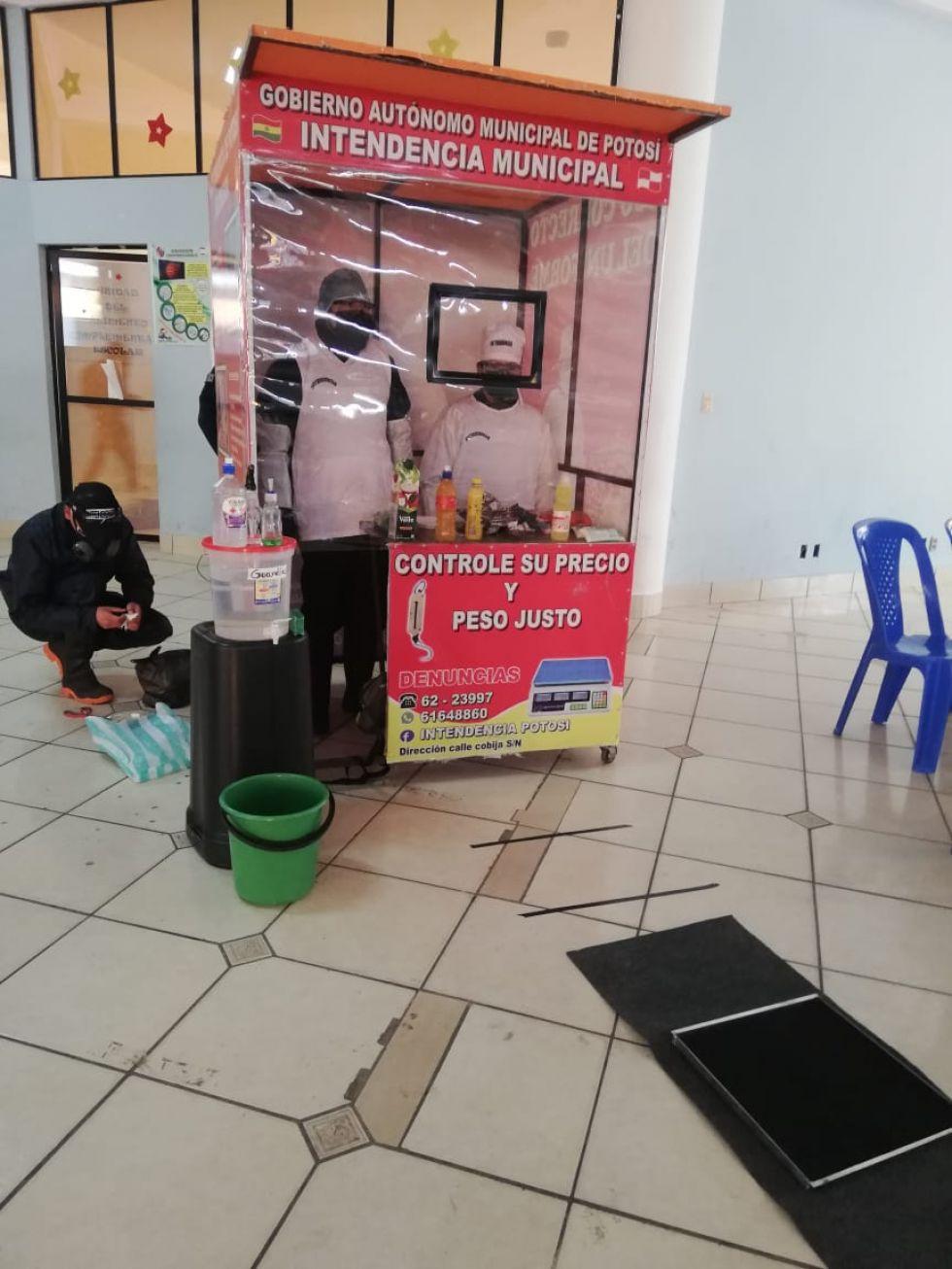 En la reunión mostraron el prototipo de puesto de mercado. FOTO: GAMP