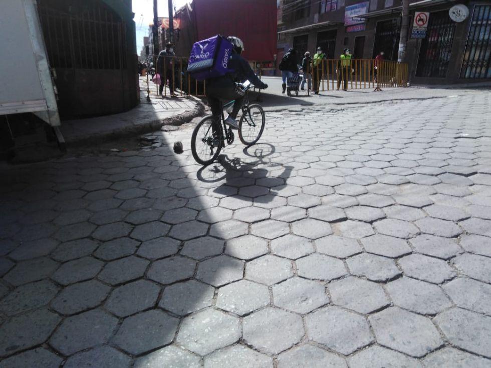 Usan bicicletas para llevar comida a domicilios