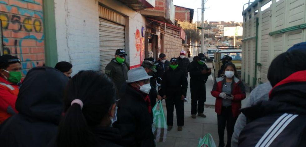 Fundación Carla Ortiz hace llegar toneladas de gelatina y 50 bolsas de alimentos a Potosí