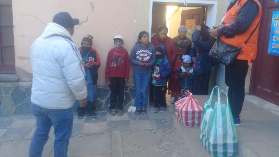 La ayuda llegó a diferentes familias con la colaboración de voluntarios. FOTO: MARIO BARRAGÁN