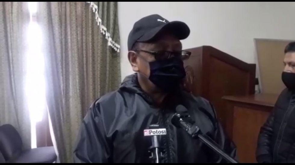 Cooperativistas se movilizan contra la dirigencia de Fedecomin Potosí