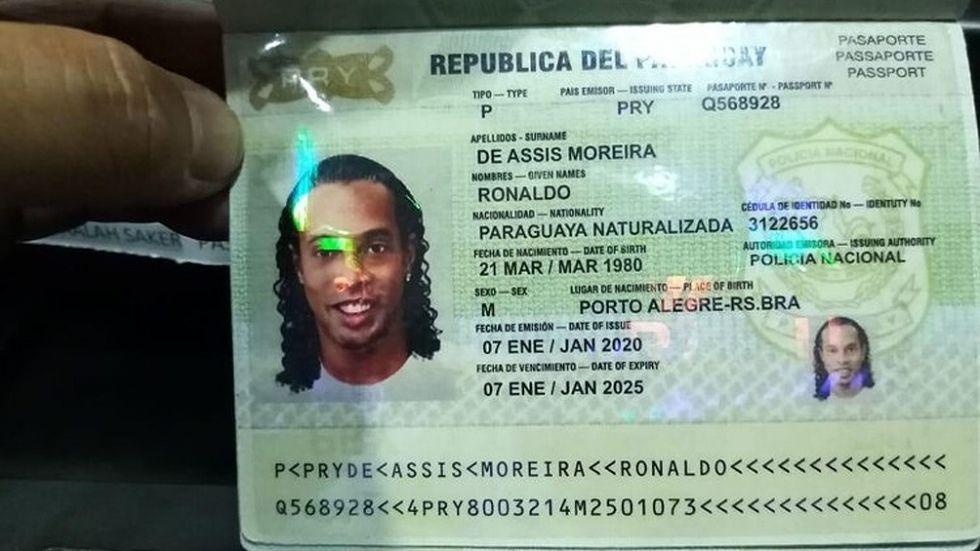 El pasaporte falso del ex jugador brasileño.