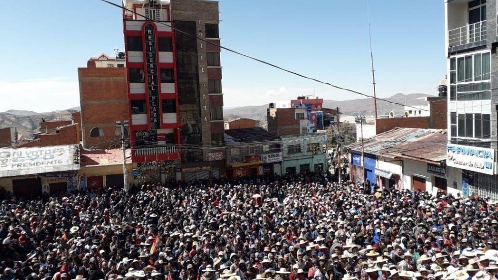 Llallagua: pese a la pandemia, cientos de comunarios marcharon y terminaron en una concentración