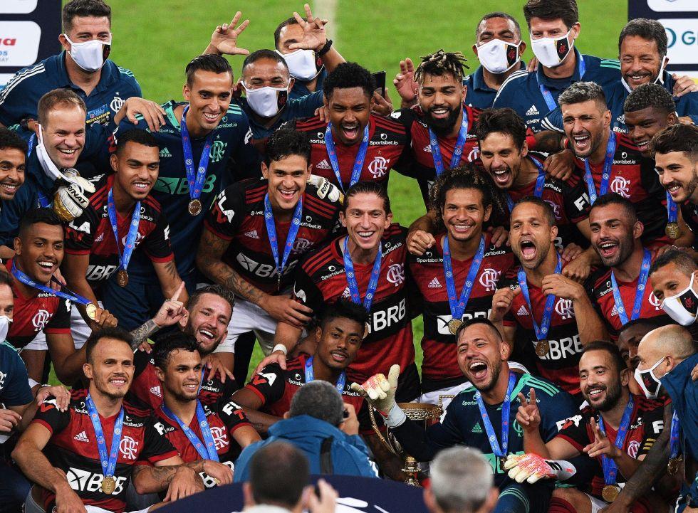 Los jugadores de Flamengo celebran el título.
