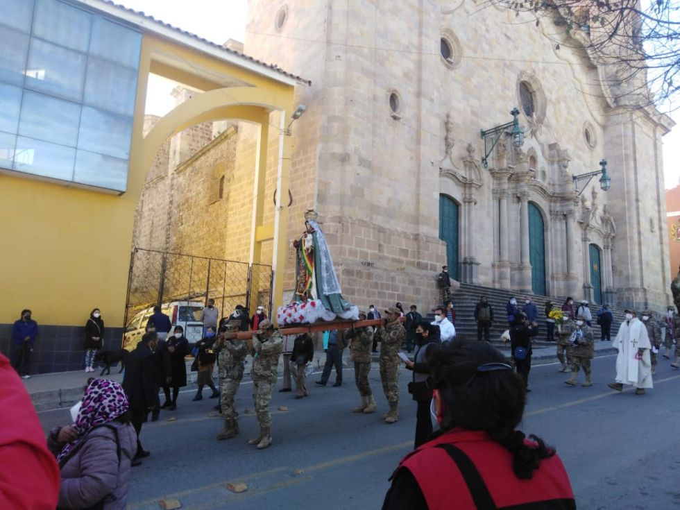 la procesión llegó hasta el centro de la ciudad de Potosí.
