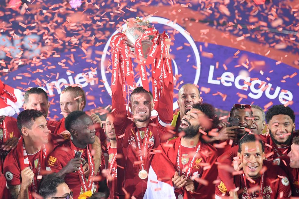 Los jugadores celebran el título.