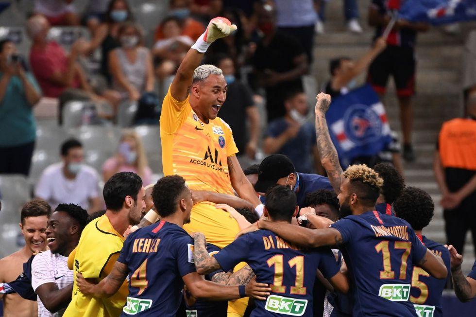 El portero Keylor Navas, del PSG, celebra la victoria
