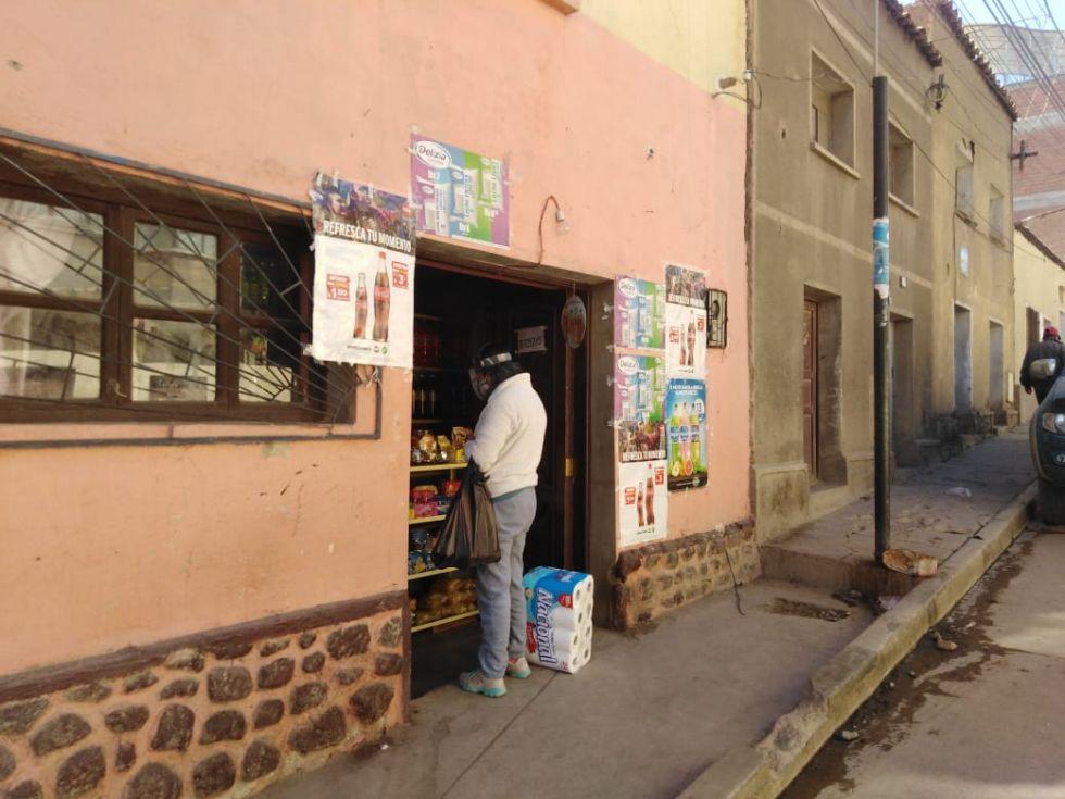 Venden productos de todo tipo en domingo.