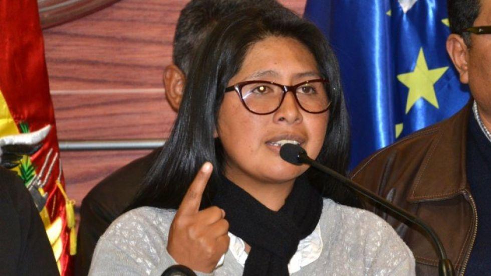 Eva Copa denuncia boicot de Bolivia Tv durante su discurso
