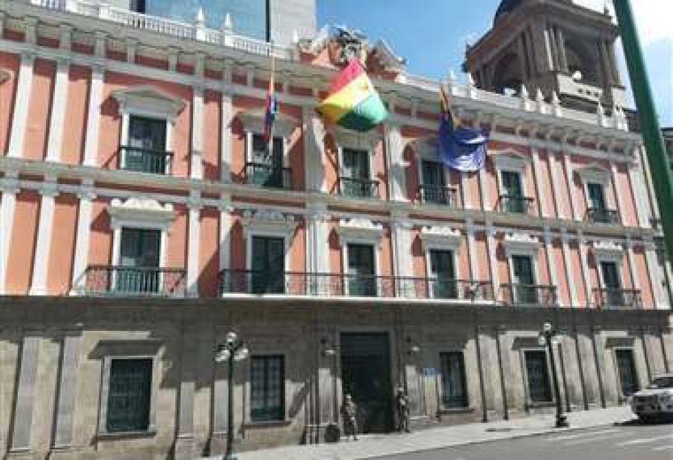 Ni Mesa, ni Camacho, ni Quiroga irán al diálogo de la Presidenta candidata