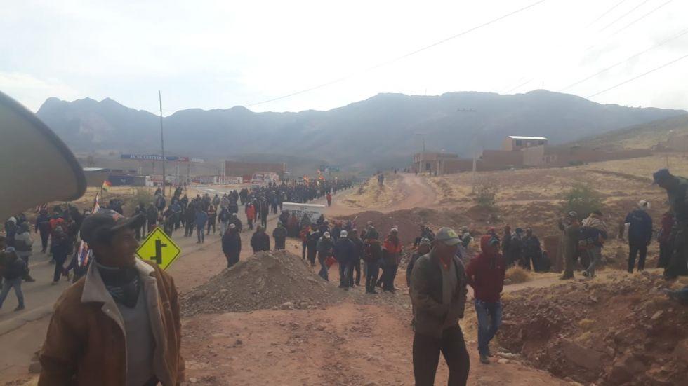Bloquean la ruta Potosí Sucre